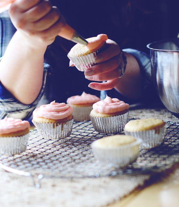Cupcakesfrostingblueedit
